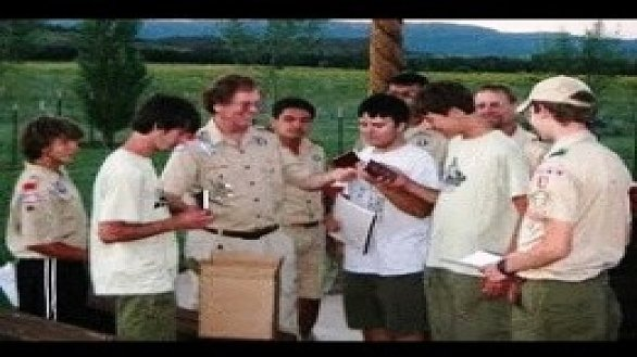 /images/r/news_chaplain-distributes-new-testaments-to-scouts_0/586x329g0-0-260-195/news_chaplain-distributes-new-testaments-to-scouts_0.jpg