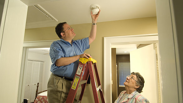/images/r/smoke-alarms/586x329g15-47-1773-1033/smoke-alarms.jpg